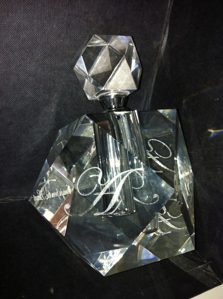 Crystal_Glass_Laser_Engraved_Peronalized_Luxury_Perfume_Bottle